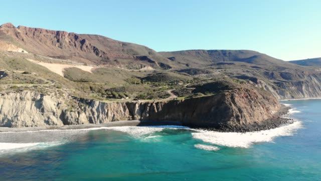 cliffs - penisola di bassa california video stock e b–roll