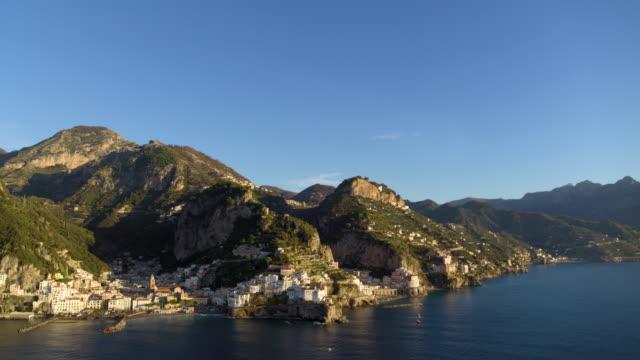 vidéos et rushes de cliffside houses and harbour, amalfi, amalfi coast, italy - littoral
