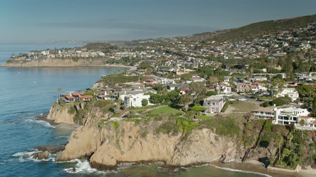 clifftop and beachfront houses in orange county - laguna beach california stock videos & royalty-free footage