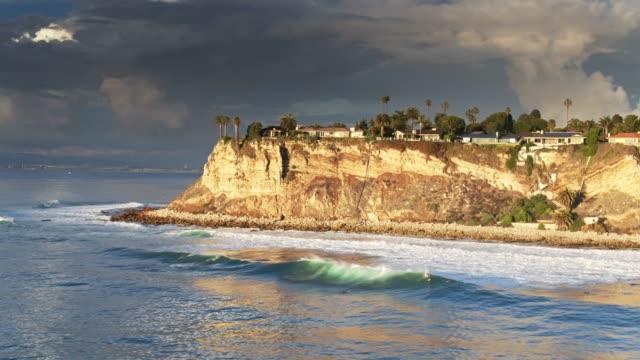 clifftop neighborhood on the palos verdes peninsula - palos verdes stock videos & royalty-free footage