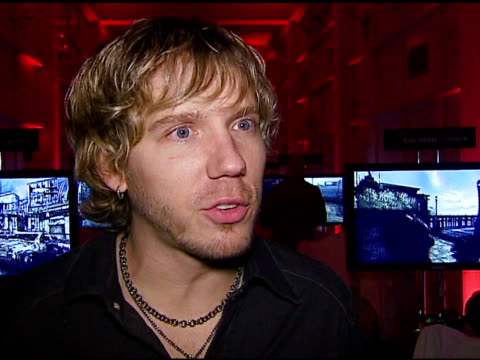 cliffy b at the xbox 360 'gears of war' launch at hollywood forever cemetery in los angeles, california on october 25, 2006. - ギアーズオブウォー点の映像素材/bロール