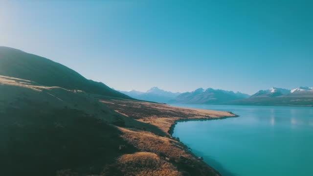 klima-luftaufnahme der bergstraße - neuseeland stock-videos und b-roll-filmmaterial