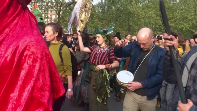 climate change activists in london have brought 10 days of disruptive protests to an end with a socalled closing ceremony extinction rebellion... - ロンドン ハイドパーク点の映像素材/bロール