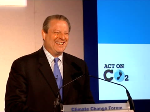 vídeos de stock, filmes e b-roll de brown / gore speeches gore to podium al gore speech sot congratulates people attending forum / thanks gordon brown / talks of their friendship and... - a. gore