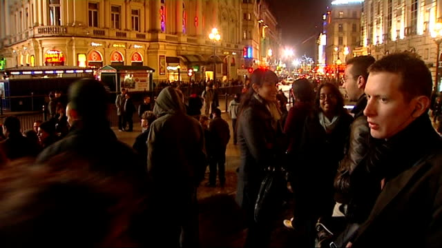 lights switched off in earth hour protest england london lights going out in bt tower / piccadilly circus lights / crowds gathered at piccadilly... - earth hour stock videos & royalty-free footage