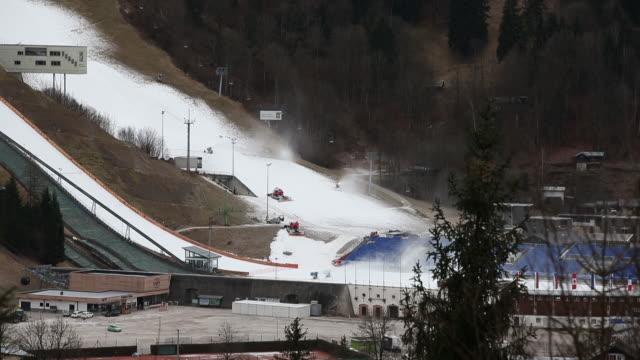 climate changes seen during ski season in tourist resort at bavarian alps garmischpartenkirchen bayern germany on wednesday january 8 2020 - bavarian alps点の映像素材/bロール