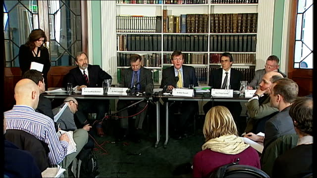 'climategate' row press launch of the independent climate change email review various views of press at press conference and press conference... - pressekonferenz stock-videos und b-roll-filmmaterial