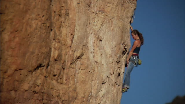 ms ts pan climber ascends on difficult rock face in climber falls and rope catches her / canon city / shelf road,co,usa - rock face stock videos & royalty-free footage