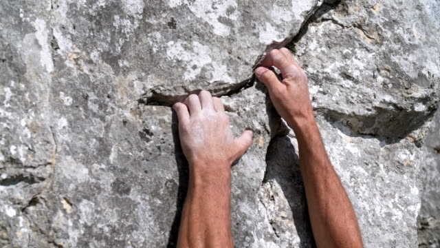 climber gripping crevice in the rock face - free climbing stock videos & royalty-free footage