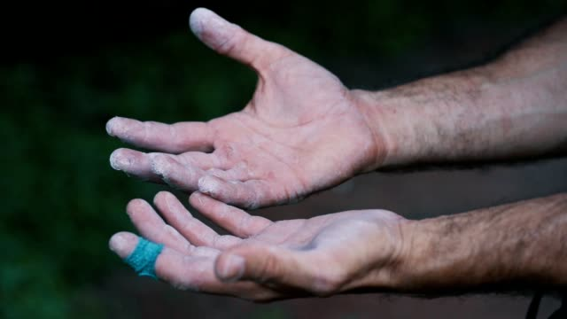 klättrarens händer - friklättring bildbanksvideor och videomaterial från bakom kulisserna