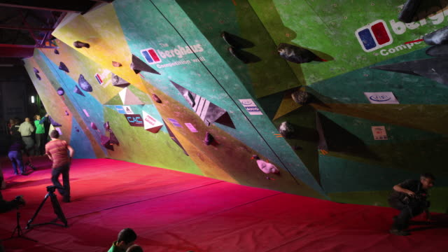 climbers take part in the cwif international bouldering competition on march 16 2014 in sheffield england the 'climbing works international festival'... - concorso video stock e b–roll