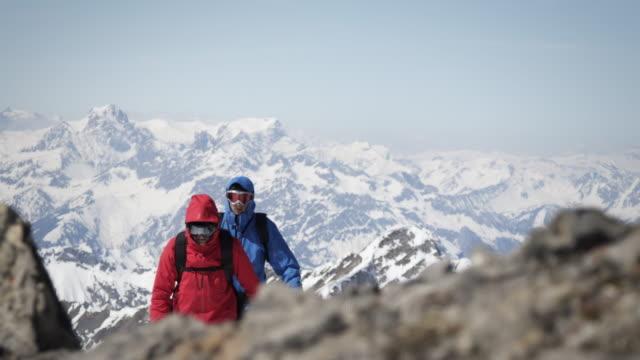 Bergsteiger zu Fuß auf einer Berg