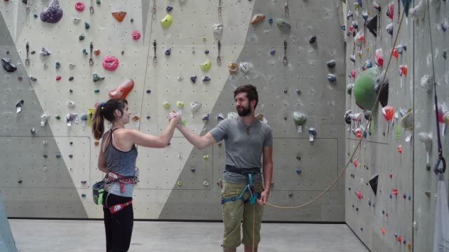 climbing coach giving instructions. - climbing wall stock videos & royalty-free footage