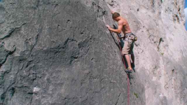 stockvideo's en b-roll-footage met hd crane: climbing on extreme terrain - crane shot