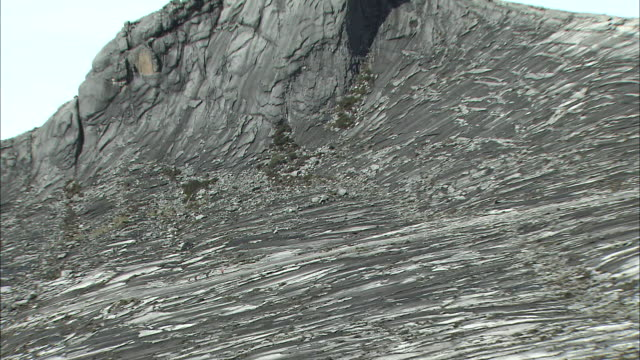 climbing, rock face, mount kinabalu, borneo, malaysia, zoom out, a group of people,  majestic - hill stock videos & royalty-free footage