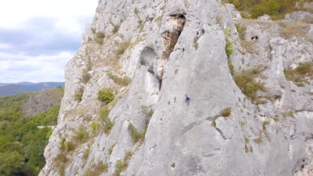 climbing up the rock face - climbing equipment stock videos & royalty-free footage