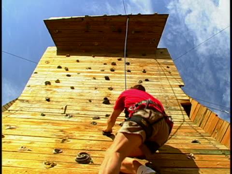 climbing - freiklettern stock-videos und b-roll-filmmaterial