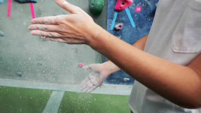 climbing wall chalk hands - climbing wall stock videos & royalty-free footage