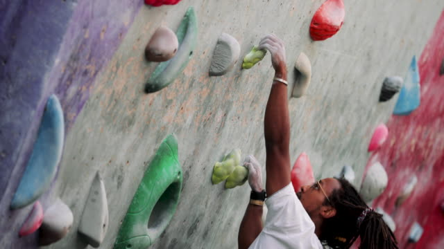 climbing wall muscular build - sportswear stock videos & royalty-free footage