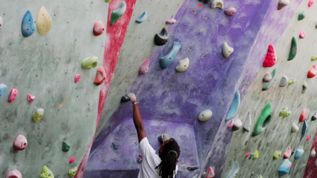 climbing wall muscular build - climbing wall stock videos & royalty-free footage
