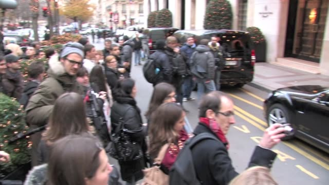 céline dion waving to the crowd as she comes out of george v hotel in pari celine dion waving at fans in paris on november 28 2012 in paris france - céline dion stock videos & royalty-free footage
