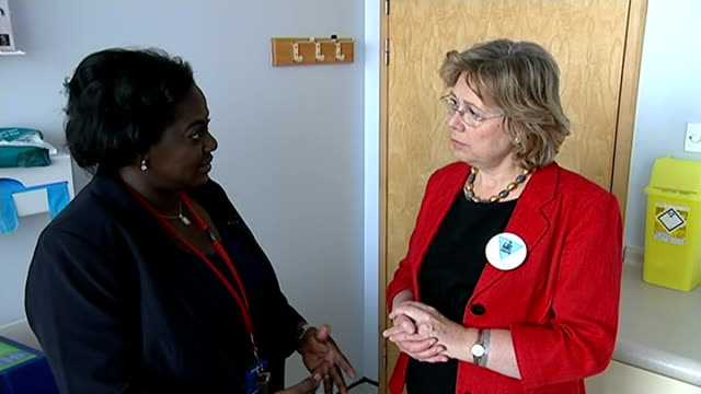 fgm clinic founder fears practice could spread england london st thomas's hospital int various of doctor comfort momoh showing international... - mutilazioni genitali femminili video stock e b–roll