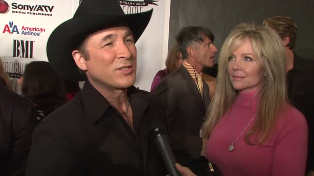 clint black on presenting tonight, why honoring songwriter hall of fame is so important, things that inspire his song writing and what advice he has... - låtskrivare bildbanksvideor och videomaterial från bakom kulisserna