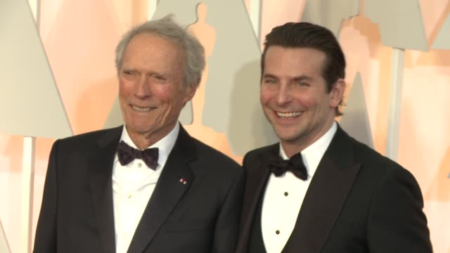 clint eastwood and bradley cooper at 87th annual academy awards - arrivals at dolby theatre on february 22, 2015 in hollywood, california. - クリント・イーストウッド点の映像素材/bロール