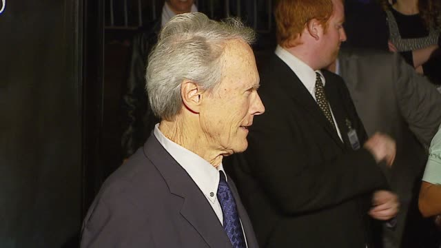 vidéos et rushes de clint eastwood and steven spielberg at the 'flags of our fathers' los angeles premiere at academy of motion picture arts & sciences in los angeles,... - academy of motion picture arts and sciences