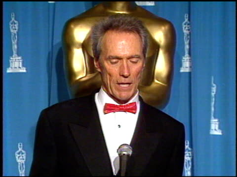 vídeos de stock e filmes b-roll de clint eastwood at the 1993 academy awards at dorothy chandler pavilion in los angeles california on march 29 1993 - 1993