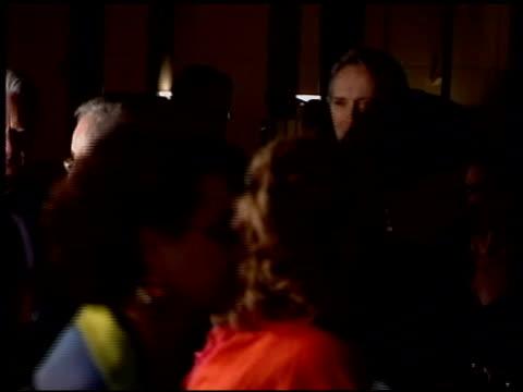 vídeos de stock e filmes b-roll de clint eastwood at the 2004 academy awards ballroom at the kodak theatre in hollywood california on february 29 2004 - 76.ª edição da cerimónia dos óscares