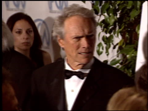 vídeos de stock, filmes e b-roll de clint eastwood at the 2004 producers guild of america awards at the century plaza hotel in century city california on january 17 2004 - century plaza