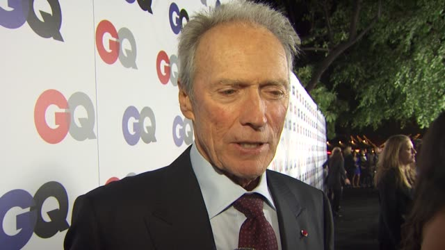 clint eastwood on how it feels to receive this honor, if he considers himself a badass, his favorite movie and what's a bigger honor: being badass of... - クリント・イーストウッド点の映像素材/bロール