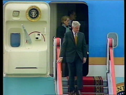 Clinton arrives for Putin meeting ITN RUSSIAN FEDERATION Moscow EXT MS US President Bill Clinton waving at door to Air Force One Clinton across after...