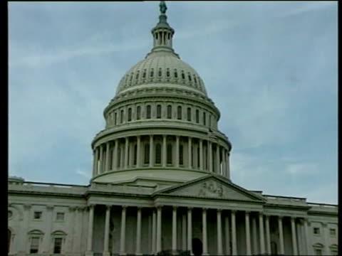 vídeos y material grabado en eventos de stock de effects of iraq attacks:; itn usa: washington: ext capitol building - edificio del capitolio washington dc