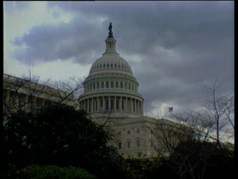 clinton meets pope john paul ii / impeachment bnat james washington capitol building capitol - アルファベットのb点の映像素材/bロール
