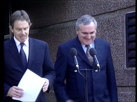 clinton warning over peace deal itn ext tony blair and bertie ahern out of building and up to press conference mics order ref bsp260699001 - bertie ahern stock videos and b-roll footage