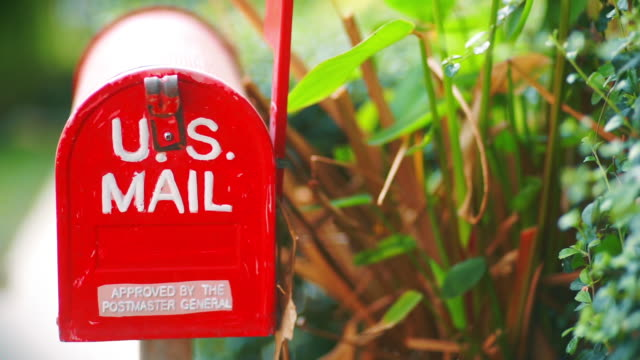 vídeos de stock e filmes b-roll de 2 clip by cu dolly right and left camera of home decoration with red metal mailbox in the garden. - letterbox