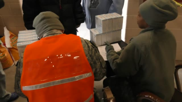 nat'l guard distributes water filters to residents at a local fire station the nat'l guard goes through 2 pallets an hour which is about 280 cases... - feuerzeug stock-videos und b-roll-filmmaterial