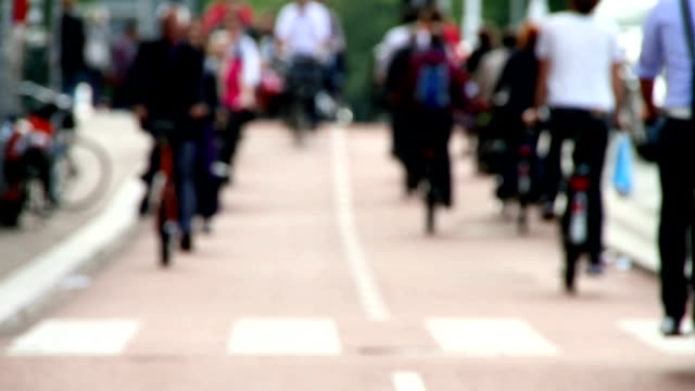 stockvideo's en b-roll-footage met hd clip of bicycle commuters - wegmarkering