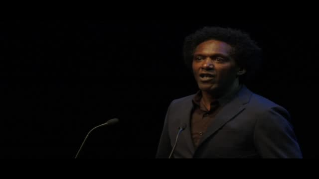 vídeos y material grabado en eventos de stock de a clip of lemn sissay reading invisible kisses live at world book night 2013 in london's trafalgar square lemn sissay is an author broadcaster and... - 2013