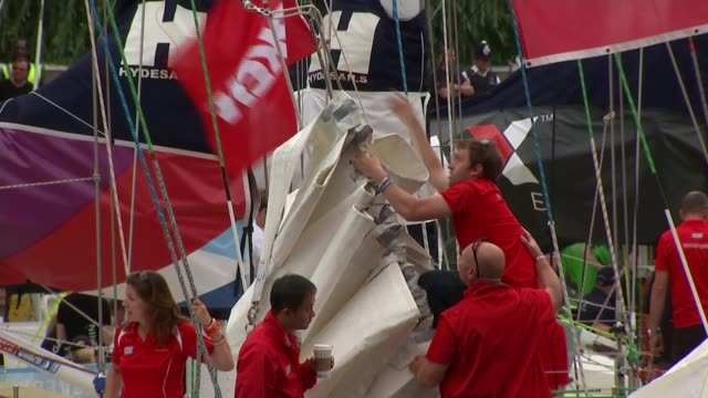 clipper round the world yacht race launches in london crew member of yacht adjusting cable - キャシー・ニューマン点の映像素材/bロール