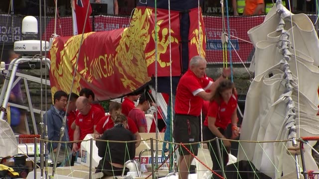 clipper round the world yacht race launches in london preparations england london st katherine docks ext general views of yachts crews preparing /... - segelmannschaft stock-videos und b-roll-filmmaterial
