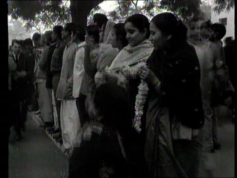part 1 tx indian prime minister lal shastri funeral in new delhi india shows procession of body carried from aircraft / mourners with body / past... - edward heath stock-videos und b-roll-filmmaterial