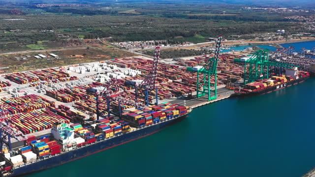 3 clips! huge quantity of containers with two container ships export and import business and logistics. - suezkanalen bildbanksvideor och videomaterial från bakom kulisserna