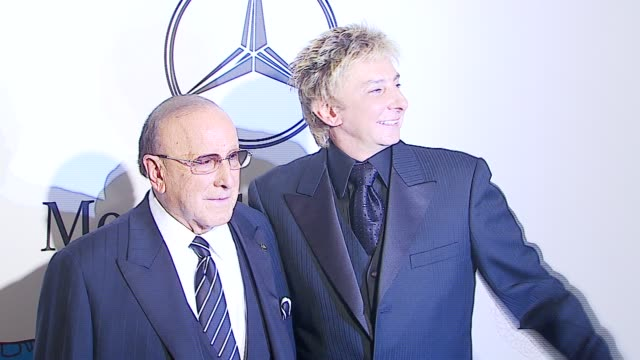 clive davis, barry manilow at the mercedes-benz presents the 17th carousel of hope ball at the beverly hilton in beverly hills, california on october... - バリー・マニロウ点の映像素材/bロール