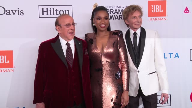 clive davis, jennifer hudson and barry manilow at clive davis pre-grammy gala at sheraton times square on january 27, 2018 in new york city. - ジェニファー・ハドソン点の映像素材/bロール