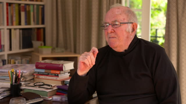 clive james on political parties and how they will affect his family after his death - kritiker stock-videos und b-roll-filmmaterial