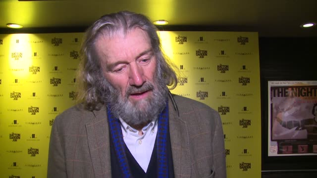 vidéos et rushes de clive russell on the vault, coming onboard, artistic license and comedy angle at curzon soho on april 11, 2017 in london, england. - braqueur de banque
