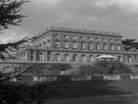 vídeos y material grabado en eventos de stock de cliveden house and it's formal garden. - formal garden